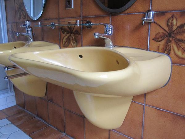 2 colani waschtische von villeroy boch farbe curry inkl zubeh r in berlin bad. Black Bedroom Furniture Sets. Home Design Ideas
