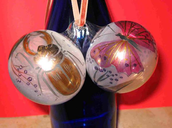 2 handbemalte glaskugeln zum aufh ngen in pyrbaum glas. Black Bedroom Furniture Sets. Home Design Ideas