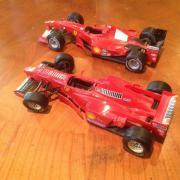 2 Modellautos Ferrari