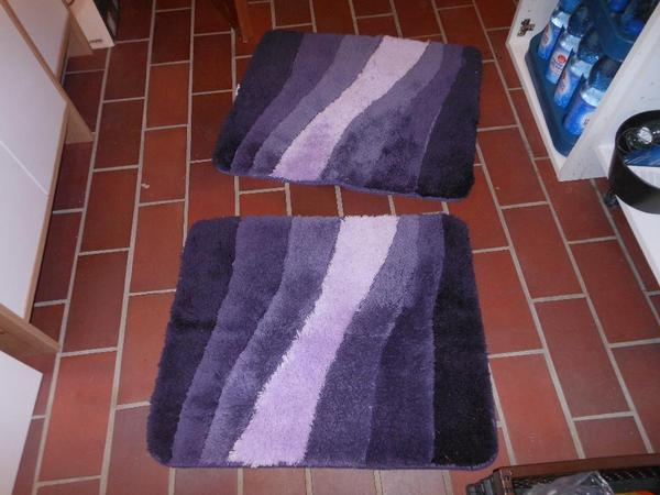 2 x badteppich lila wie neu 65 x 55 marke 39 meusch 39 in. Black Bedroom Furniture Sets. Home Design Ideas