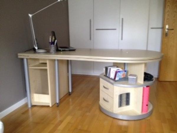 achtung schulbeginn neuwertiger schreibtisch computertisch in mainz kinder. Black Bedroom Furniture Sets. Home Design Ideas