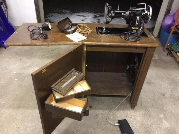 antike n hmaschine pfaff klasse 130 inkl schrank elekt. Black Bedroom Furniture Sets. Home Design Ideas