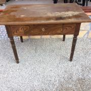 Antike Tisch mit