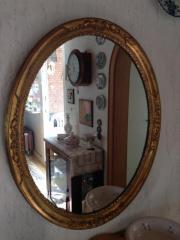 Antiker ovaler Spiegel