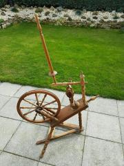 Antikes Spinnrad zu