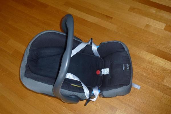 wir verkaufen unsere babyschale von britax r mer 0 13 kg. Black Bedroom Furniture Sets. Home Design Ideas