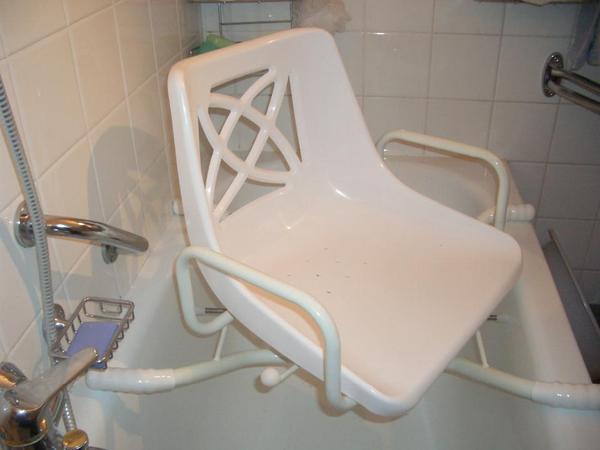 badewannen sitz drehbar in olching medizinische hilfsmittel rollst hle kaufen und. Black Bedroom Furniture Sets. Home Design Ideas