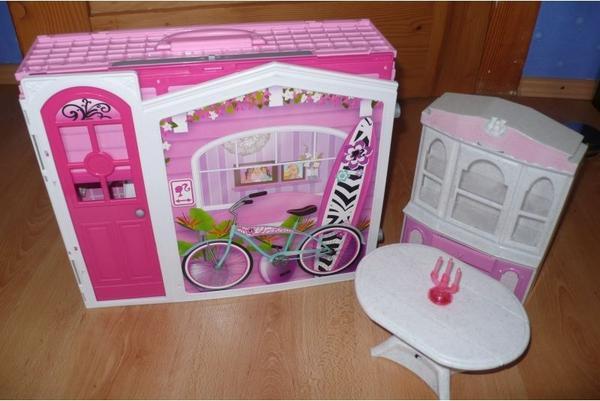 barbie haus super zusammen zu klappen top in frankfurt puppen kaufen und verkaufen ber. Black Bedroom Furniture Sets. Home Design Ideas