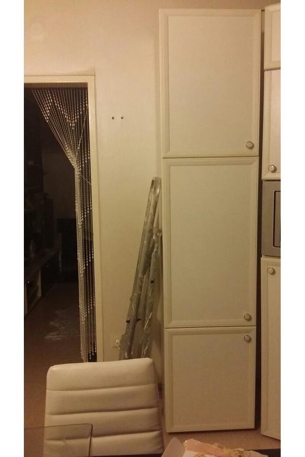 besenschrank in weiss in mannheim k chenzeilen anbauk chen kaufen und verkaufen ber private. Black Bedroom Furniture Sets. Home Design Ideas