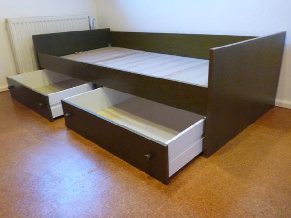 bett 90 x 200 mit lattenrost und 2 bettk sten in mering betten kaufen und verkaufen ber. Black Bedroom Furniture Sets. Home Design Ideas