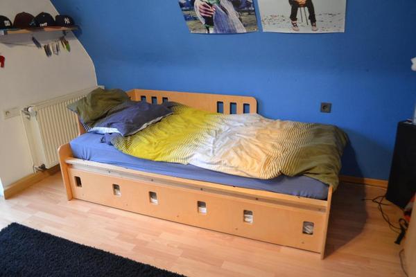 bett ausziehbar kleinanzeigen familie haus garten. Black Bedroom Furniture Sets. Home Design Ideas