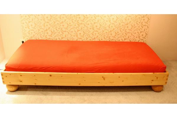 bett fichte massiv in bensheim betten kaufen und verkaufen ber private kleinanzeigen. Black Bedroom Furniture Sets. Home Design Ideas