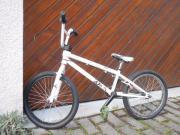 BMX 20 Zoll, KHE Bikes 20``th Modell:20th BMX Radgröße:20 Zoll Typ:Freestyle Rahmenhöhe: 24 cm HR: Leerlaufnabe Farbe: weiss Gewicht: ca. 13,0 kg bei einer Rahmenhöhe von 24 ... 160,- D-73728Esslingen Innenstadt Heute, 20:07 Uhr, Esslingen Innenstadt - BMX 20 Zoll, KHE Bikes 20``th Modell:20th BMX Radgröße:20 Zoll Typ:Freestyle Rahmenhöhe: 24 cm HR: Leerlaufnabe Farbe: weiss Gewicht: ca. 13,0 kg bei einer Rahmenhöhe von 24