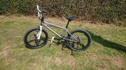 BMX Haro 200.3 für große und kleine Profis - Ein cooles Weihnachtsgeschenk Ich biete Ihnen das BMX-Fahrrad meines Sohnes an, der leider keinen Spaß an dem Sport gefunden hat. Das Fahrrad ist ausgestattet mit Axle-Pegs, ... 200,- D-53940Hellenthal Heute, 2 - BMX Haro 200.3 für große und kleine Profis - Ein cooles Weihnachtsgeschenk Ich biete Ihnen das BMX-Fahrrad meines Sohnes an, der leider keinen Spaß an dem Sport gefunden hat. Das Fahrrad ist ausgestattet mit Axle-Pegs