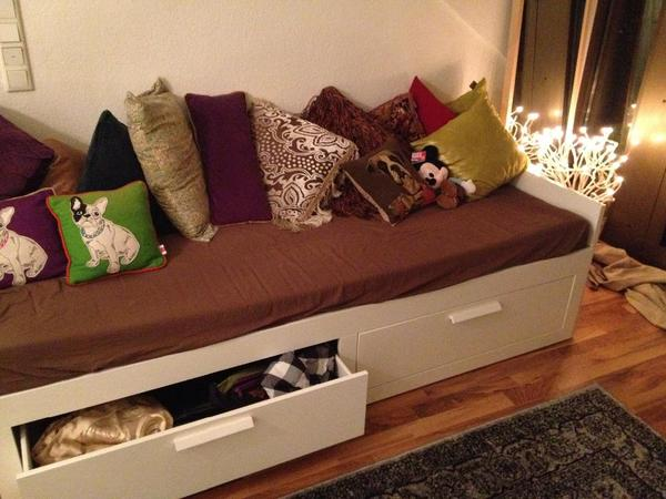 ikea bett quietscht brimnes. Black Bedroom Furniture Sets. Home Design Ideas