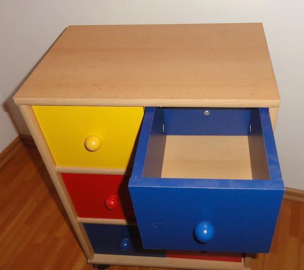 bunte kinderkommode schrank f r spielzeug in walldorf. Black Bedroom Furniture Sets. Home Design Ideas