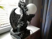 Drache mit Lampe