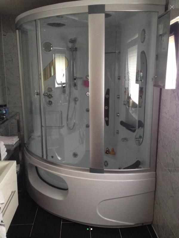 whirlpool badewanne neu und gebraucht kaufen bei. Black Bedroom Furniture Sets. Home Design Ideas