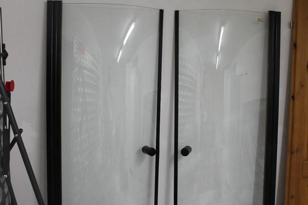 duscht r aus glas 2 x rund in n rnberg bad einrichtung und ger te kaufen und verkaufen ber. Black Bedroom Furniture Sets. Home Design Ideas