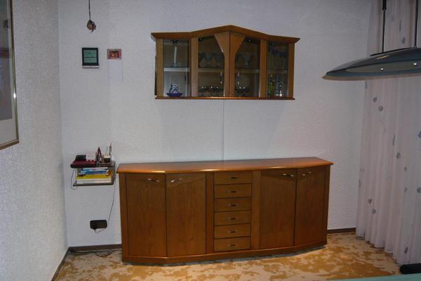 ch verkaufe eine wundersch nes sideboard mit der passenden h ngevitrine in echtholz eiche. Black Bedroom Furniture Sets. Home Design Ideas