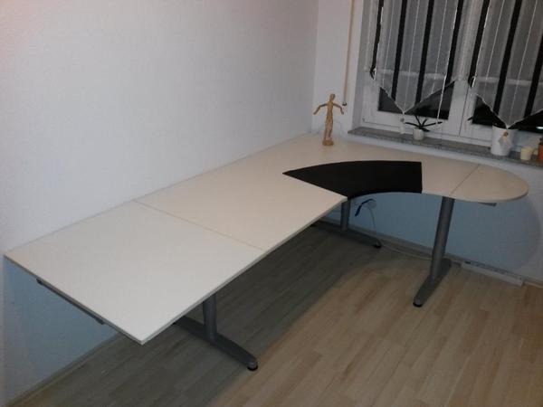 kompletter schreibtisch der ikea galant serie mit wei en tischplatten metall unterbaurahmen in. Black Bedroom Furniture Sets. Home Design Ideas