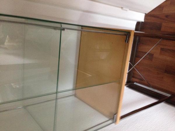 elegante ikea vitrine in mannheim ikea m bel kaufen und verkaufen ber private kleinanzeigen. Black Bedroom Furniture Sets. Home Design Ideas