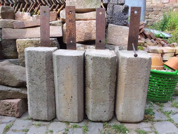 fundament beton kloetze einer hofreite in schaafheim sonstiges f r den garten balkon. Black Bedroom Furniture Sets. Home Design Ideas