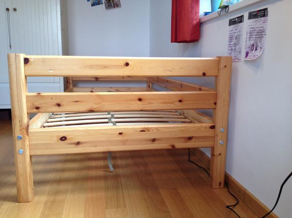 original absturzsicherung farbe kiefer natur lackiert ma e 90x200cm auf wunsch gegen. Black Bedroom Furniture Sets. Home Design Ideas