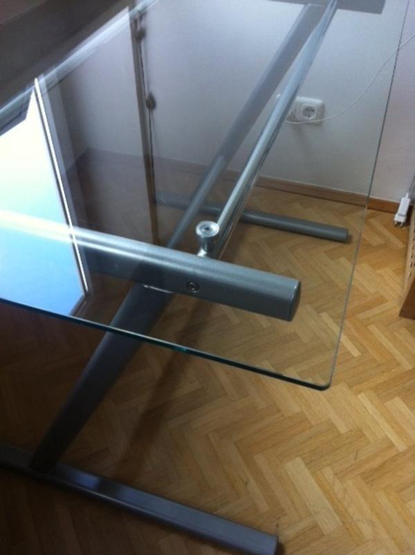 glasschreibtisch mit metallgestell in m nchen designerm bel klassiker kaufen und verkaufen. Black Bedroom Furniture Sets. Home Design Ideas