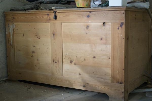 gro e bettentruhe truhe weichholz antik in p lzig. Black Bedroom Furniture Sets. Home Design Ideas
