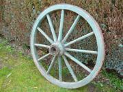 Großes altes Wagenrad
