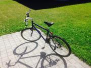 Herrenfahrrad mit Fahrradschloss