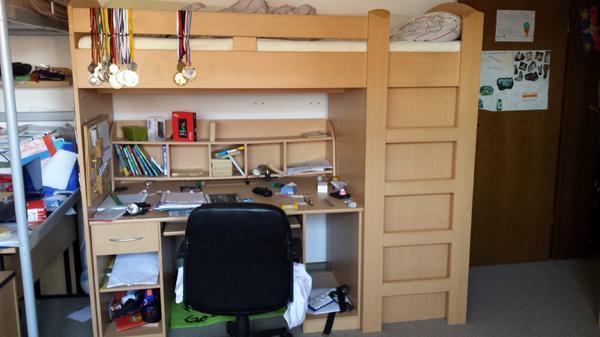 hochbett schreibtische kleinanzeigen m bel wohnen. Black Bedroom Furniture Sets. Home Design Ideas
