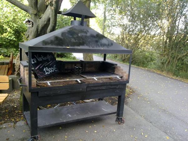 holzkohlengrill gro er schwerer profigrill grill auf rollen mit kamin 2x grillrost wahre. Black Bedroom Furniture Sets. Home Design Ideas