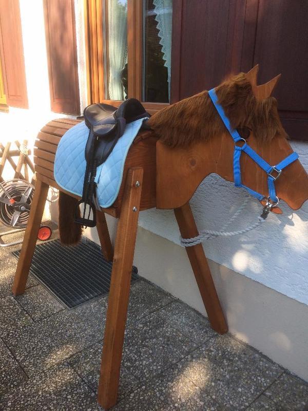 holzpferd pferd mona mit komplettausstattung wetterfest. Black Bedroom Furniture Sets. Home Design Ideas