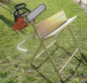Holzsägebock mit Kettensäge-