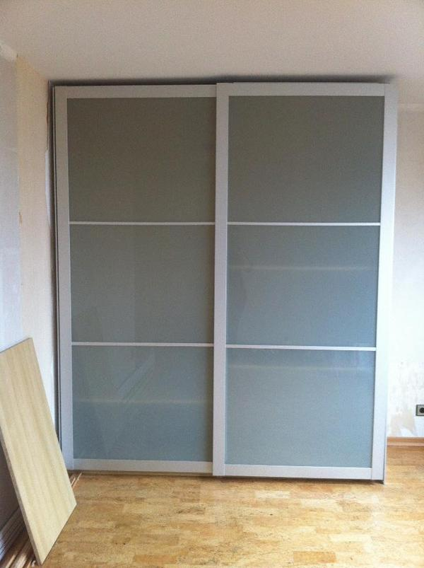 ikea pax schrank mit milchglas schiebet ren in heilbronn. Black Bedroom Furniture Sets. Home Design Ideas