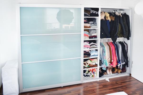 verkaufen zwecks umzug unseren ikea pax kleiderschrank. Black Bedroom Furniture Sets. Home Design Ideas