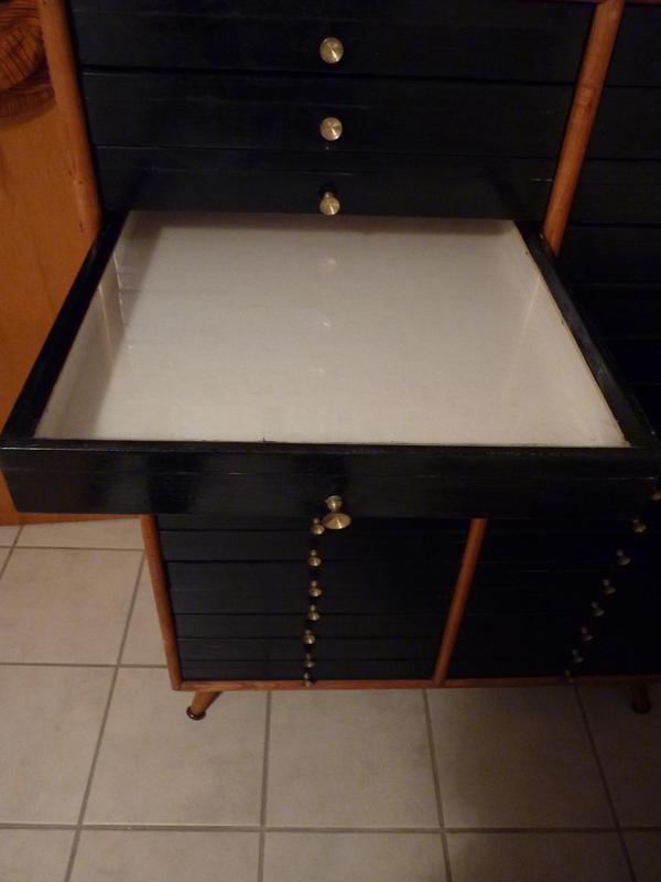 insektenschrank mit vintage potenzial schrank f r insekten in frankfurt schr nke sonstige. Black Bedroom Furniture Sets. Home Design Ideas