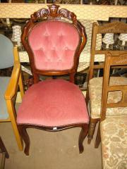Jede Menge Stühle: