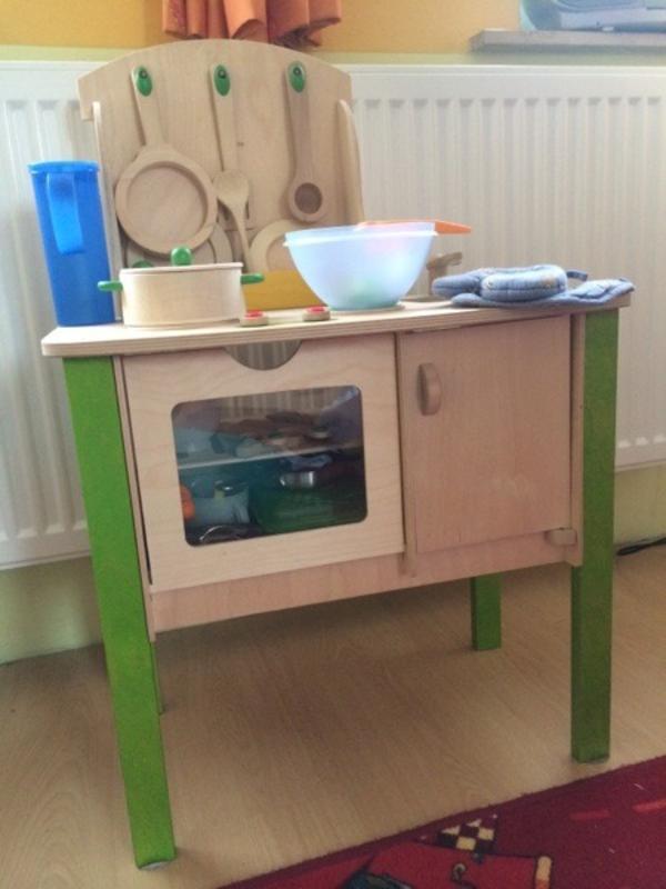 kinder holzk che mit zubeh r. Black Bedroom Furniture Sets. Home Design Ideas