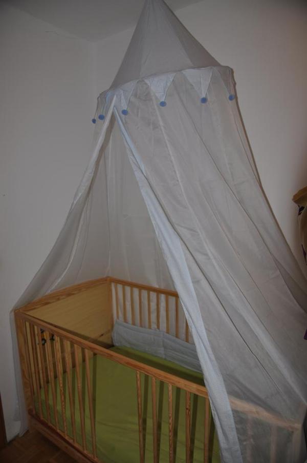 kinderbett babybett inkl himmel nestchen matratze und bez gen spannbettt cher und bettdecke. Black Bedroom Furniture Sets. Home Design Ideas