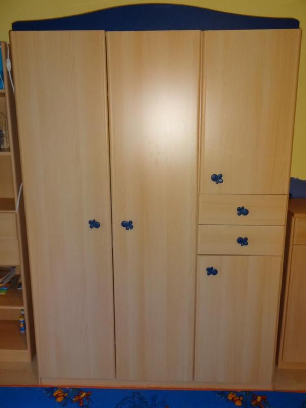 Kinderzimmer komplett super zustand in hattersheim for Kinderzimmer 1 jahr