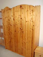 Kinderzimmer Naturholz lackiert