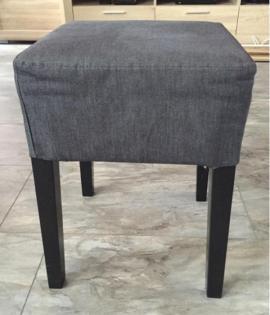Bequemer stuhl und ottomane m belideen for Kleiner bequemer sessel
