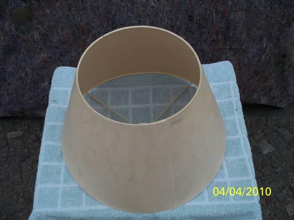 Kleiner lampenschirm material kunststoff hell ohne fransen for Nachttisch lampenschirme