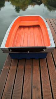 Kleines Ruderboot Pioner