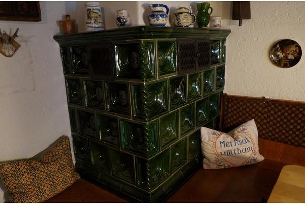 kompletter kachelofen mit gr nen kacheln in top zustand. Black Bedroom Furniture Sets. Home Design Ideas