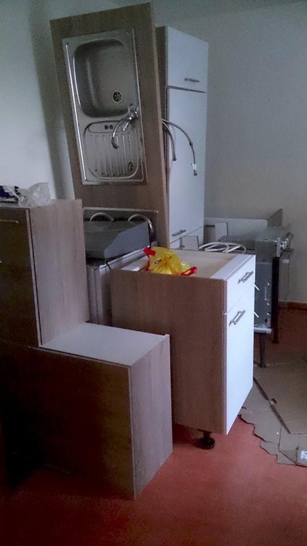 k che zu verkaufen 1 2 jahr benutzt in lage k chenzeilen anbauk chen kaufen und. Black Bedroom Furniture Sets. Home Design Ideas