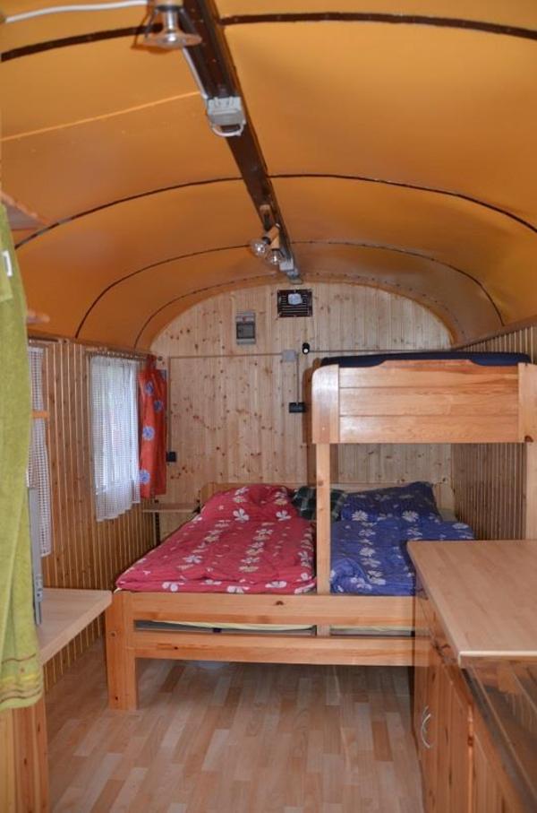 liebevoll ausgebauter bauwagen schaustellerwagen. Black Bedroom Furniture Sets. Home Design Ideas
